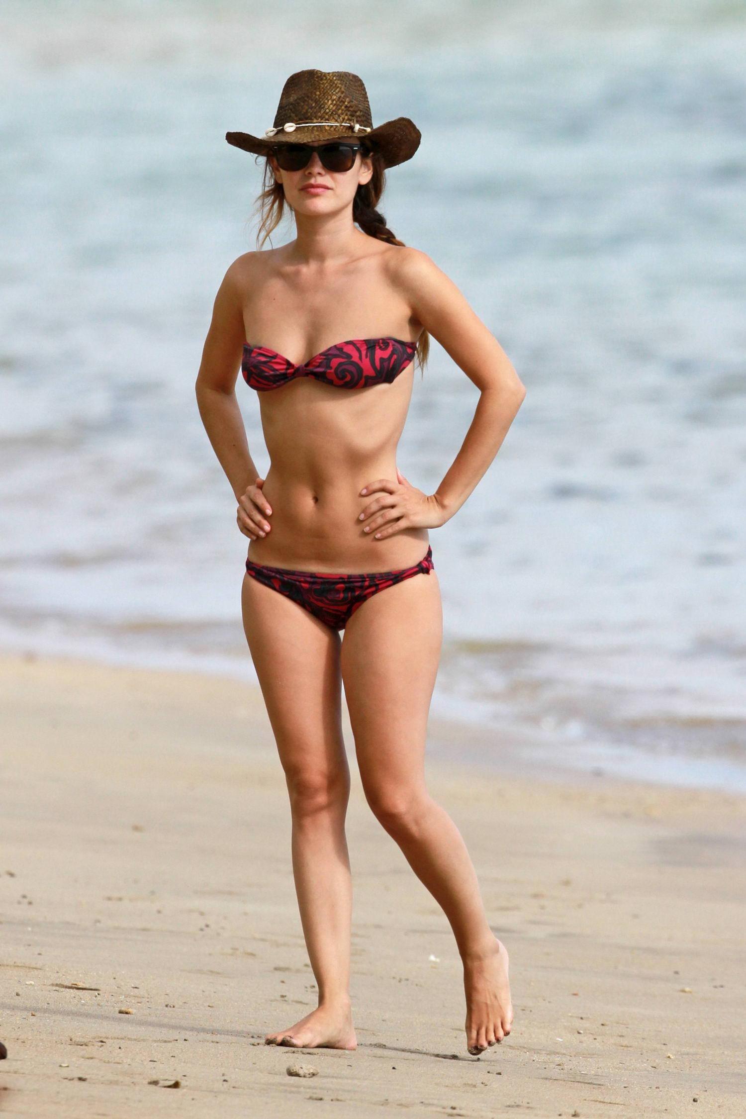 Rachel_Bilson_Bikini-1