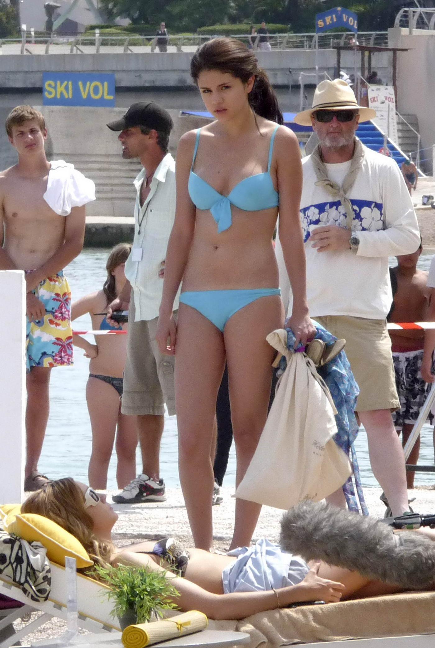 Selena-Gomez-bikini-dfdf-26