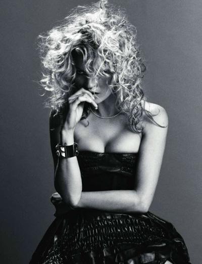 Vogue-Paris-September-2010-Kate-Moss-by-InezVinoodh-01