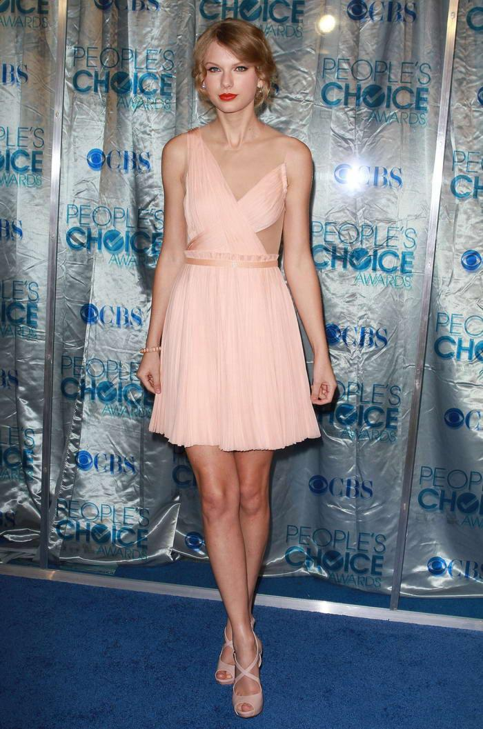 13thsky.ru-Taylor-Swift-Peoples_Choice11